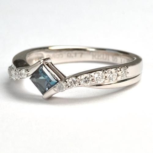 2012-37-10アレキ婚約指輪